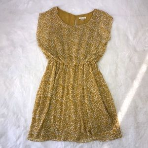 Lush casual yellow dress w/elastic waist